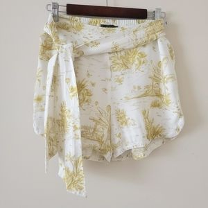 Icone By Simons Shorts in Creamgreen